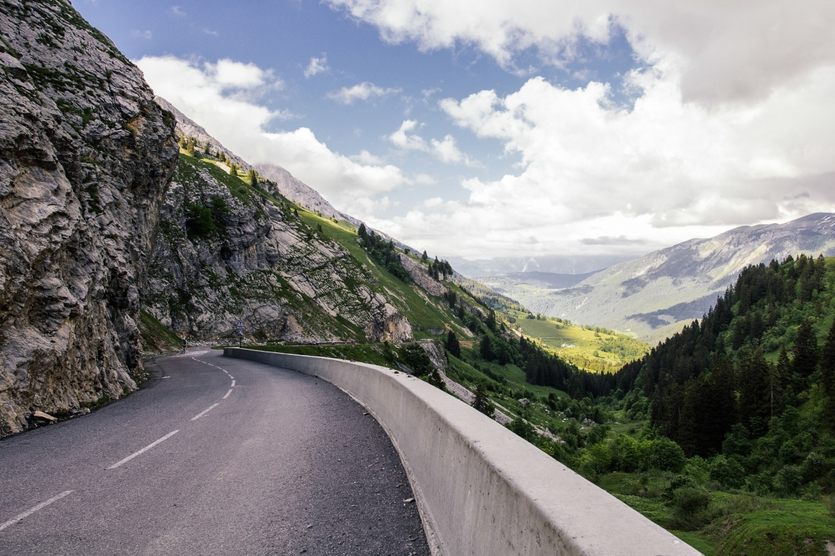 road-mountains-street-cliff